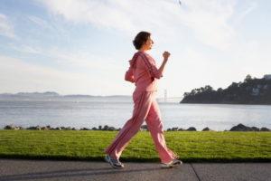 Пешую прогулку продолжительностью 30 минут