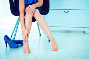 Женщина страдающая от варикоза