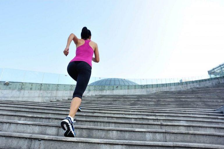 Ходьба по лестнице вверх и вниз